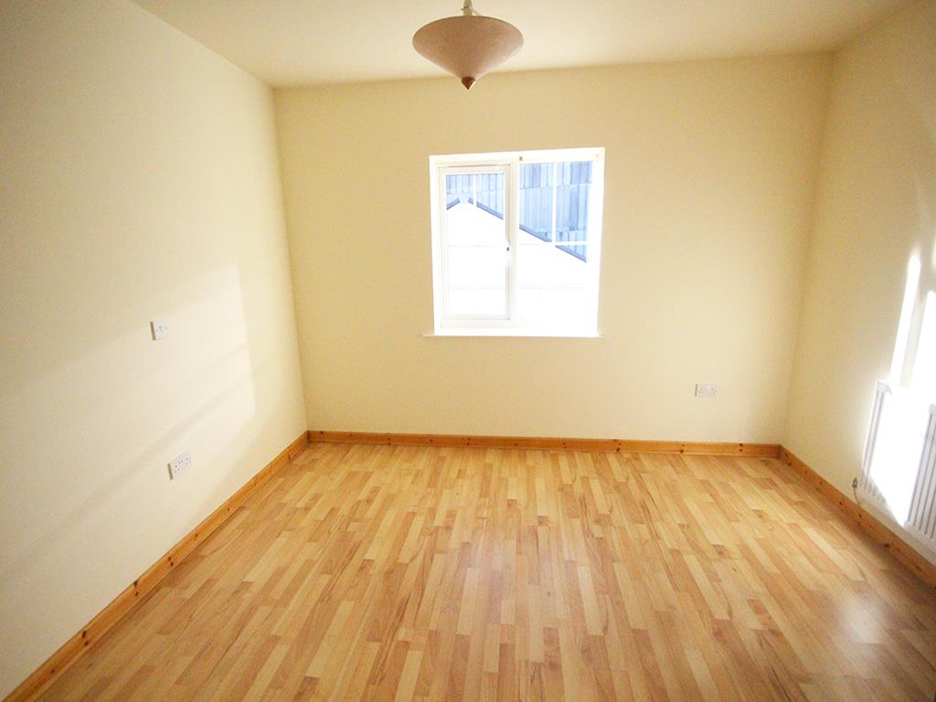 2 bedroom apartment For Sale in Colne - IMG_1342.jpg